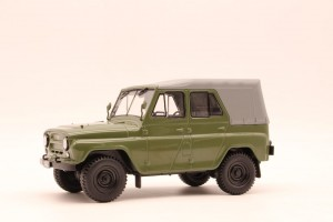 UAZ 469 skala 1/24 Whitebox